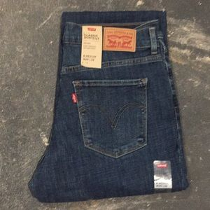 NWT Levi's Classic Boot Cut Jeans Size 8